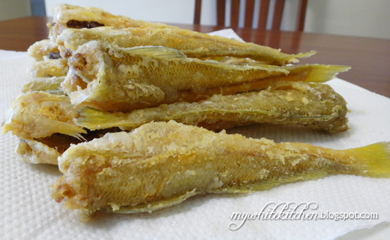 My white kitchen deep fried fish for Best oil for deep frying fish