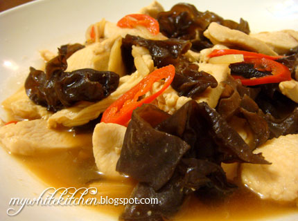 My White Kitchen: Stir-fried Chicken With Black Fungus (云耳鸡)
